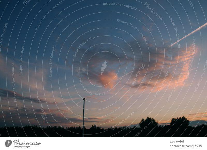 abendhimmel 1 Himmel Wolken Abenddämmerung Fahnenmast Kondensstreifen