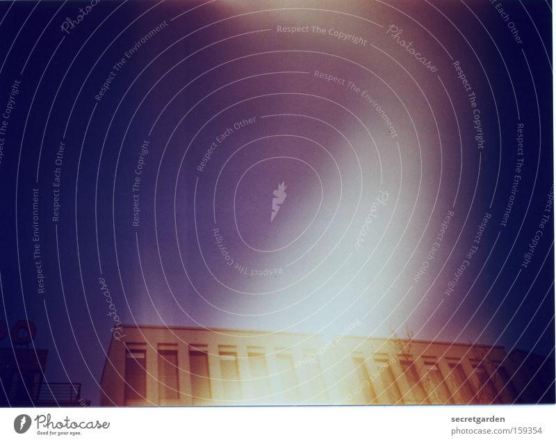 aaaaa (ausserordentlich artiges alien aus altona) Himmel blau Haus Farbe Architektur Gebäude Filmindustrie analog chaotisch Geister u. Gespenster Täuschung