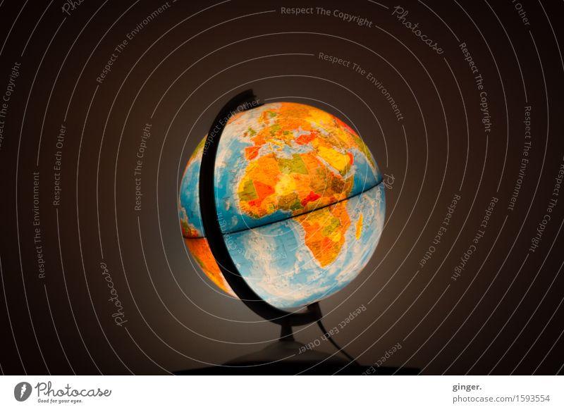 700 | Doch wir haben nur diese eine Welt Erde mehrfarbig Globus Planet rund drehen Äquator Meinung axial Dinge leuchten leuchtende Farben dunkel Beleuchtung