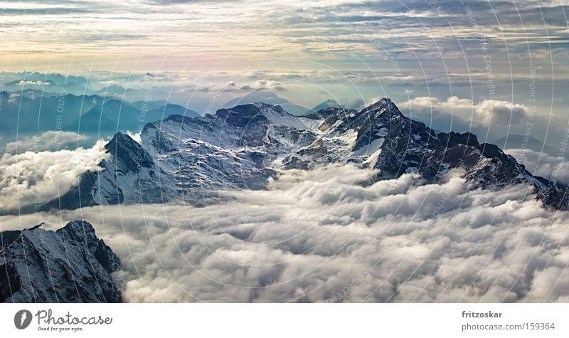 zwischen Himmel und Erde Wolken Schnee Berge u. Gebirge Wetter Gipfel Wettersteingebirge Teppich dramatisch Schichtarbeit Seilbahn Zugspitze