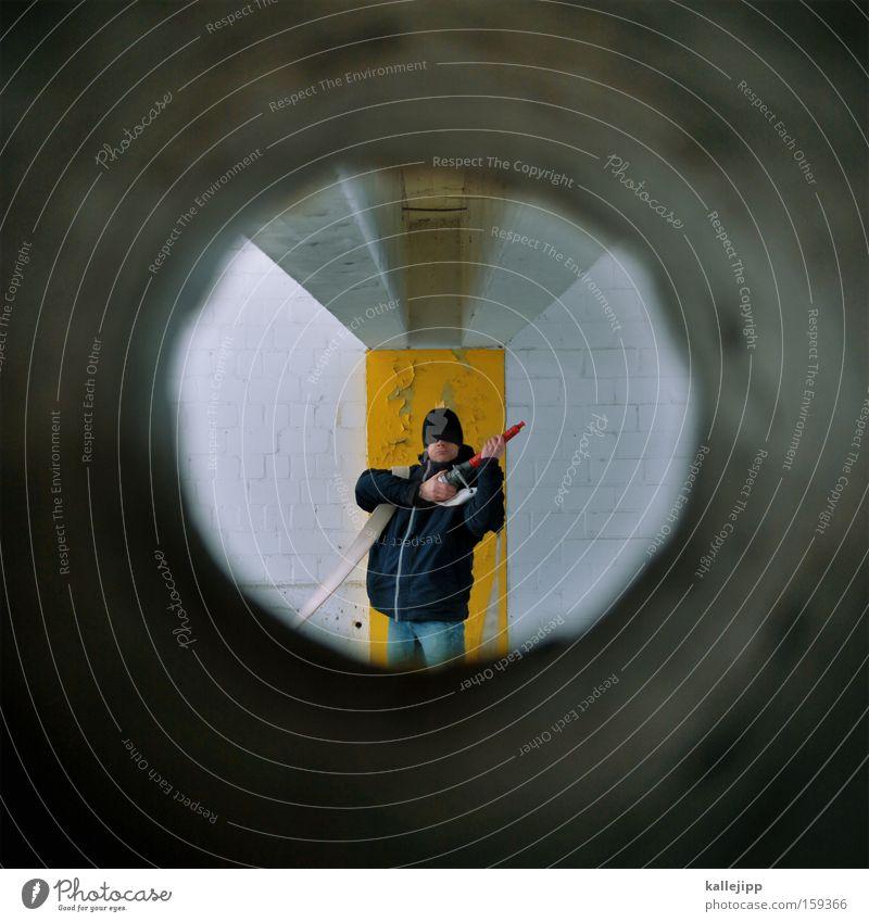 im geheimdienst ihrer majestät Mensch Mann Körperhaltung Schlauch Loch Brandschutz Feuerwehrmann Waffe Pistole Medien Beruf Gewehr Schußwaffen Wasserschlauch
