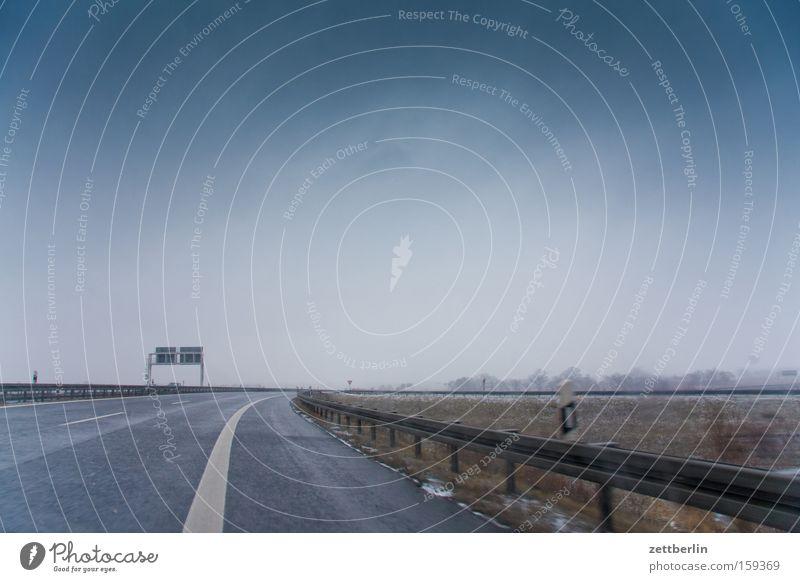 Oranienburger Dreieck Autobahn fahren Autofahren mehrspurig Ferien & Urlaub & Reisen Reisefotografie Ausflug Umweltschutz Leitplanke Seitenstreifen Kurve