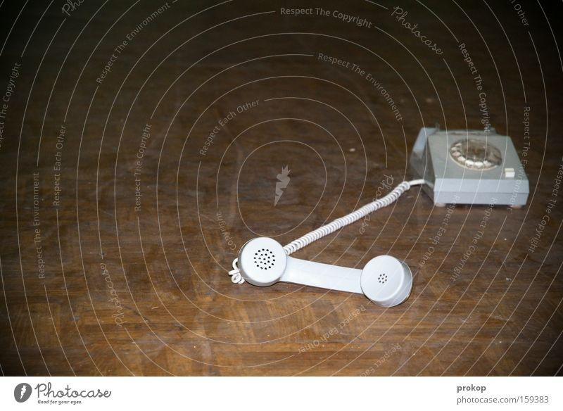 Überlastung des Seelsorgers Telefon Telefongespräch sprechen Kommunizieren Telekommunikation Telefonhörer Mitteilung alt Ostalgie Bodenbelag Parkett
