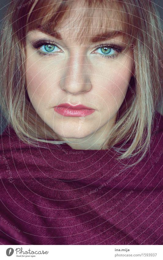junge Frau mit Stirnfransen lernen Student Mensch feminin Junge Frau Jugendliche Erwachsene Leben Gesicht 1 18-30 Jahre 30-45 Jahre Schal Haare & Frisuren blond