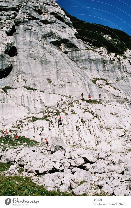 Himmel Mann blau grün Sonne Sommer Berge u. Gebirge Deutschland Felsen laufen Klettern stark Bergsteigen heizen Azubi