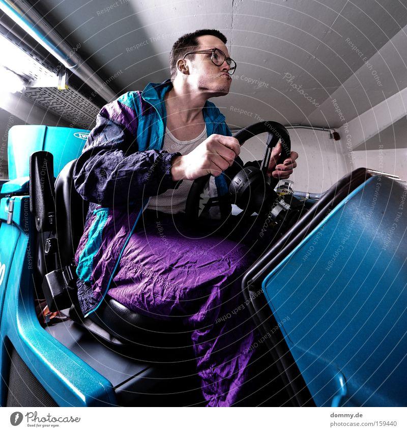racing kalle Mann Bewegung lustig Brille fahren Konzentration Fahrzeug Freak Witz nerdig Dummkopf 30-45 Jahre Brillenträger Fahrer Spießer Spaßvogel