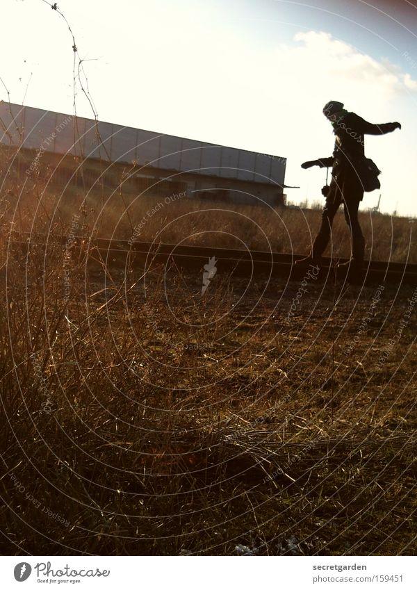 [HB 09.1] ggggg (große gräfin gratwandelt ganz grazil) Frau Mensch Natur schön Winter Freude kalt Spielen Gras springen Zufriedenheit Feld wandern groß Romantik Industriefotografie