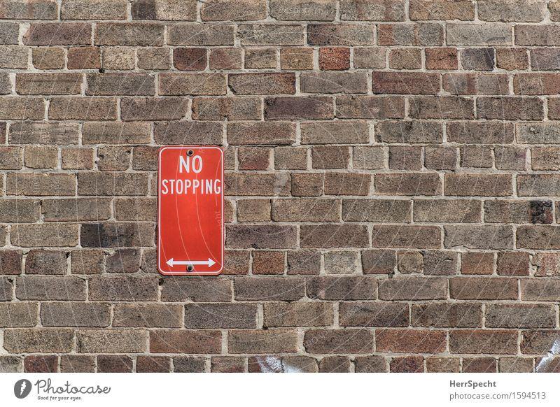 Weitermachzone Sydney New South Wales Mauer Wand Straßenverkehr Verkehrszeichen Verkehrsschild eckig Stadt braun rot Halteverbot Verbote Schilder & Markierungen