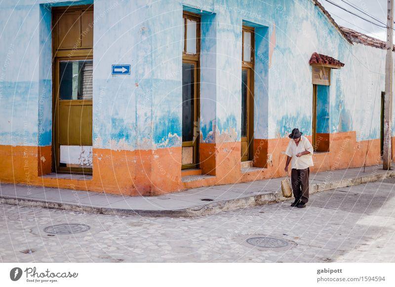 Kuba Ferien & Urlaub & Reisen alt blau Stadt Farbe Haus Ferne Wand Wege & Pfade Mauer Zeit Tourismus Fassade orange Tür trist