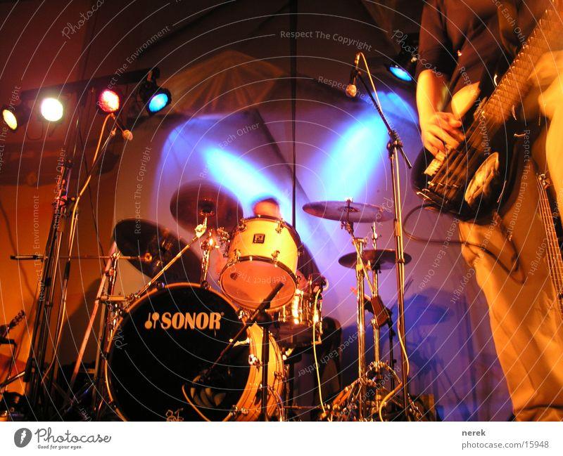 Schlagzeug Konzert Bühne Lampe Musik Scheinwerfer jesus freak Kontrabass Schnur Rockmusik headbang Tanzen