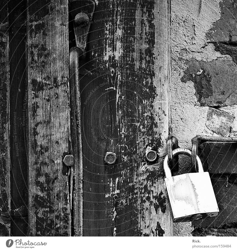 .Behind closed Doors ruhig Haus Arbeit & Erwerbstätigkeit Wand Holz Stein Mauer Metall Tür Suche geschlossen Industrie Sicherheit Baustelle Häusliches Leben