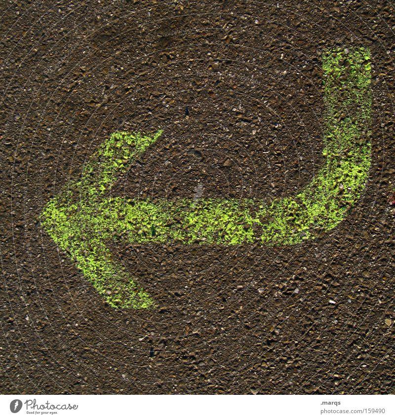 Return alt grün Straße grau Schilder & Markierungen Boden Asphalt Pfeil Richtung Verfall Hinweisschild Symbole & Metaphern Bogen Orientierung Warnschild