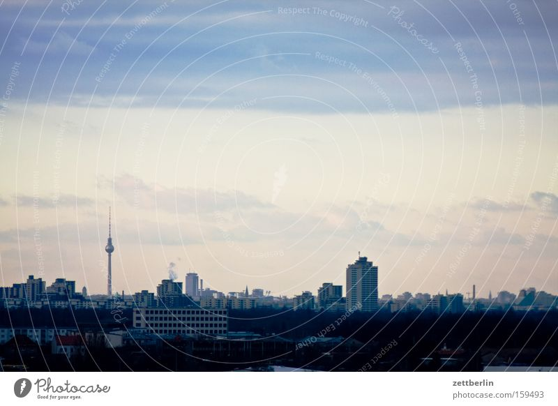 Berlin Skyline Horizont Ferne Aussicht Hauptstadt Perspektive Ebene Berliner Fernsehturm Haus Gebäude Himmel Architektur weitere türme Baustelle