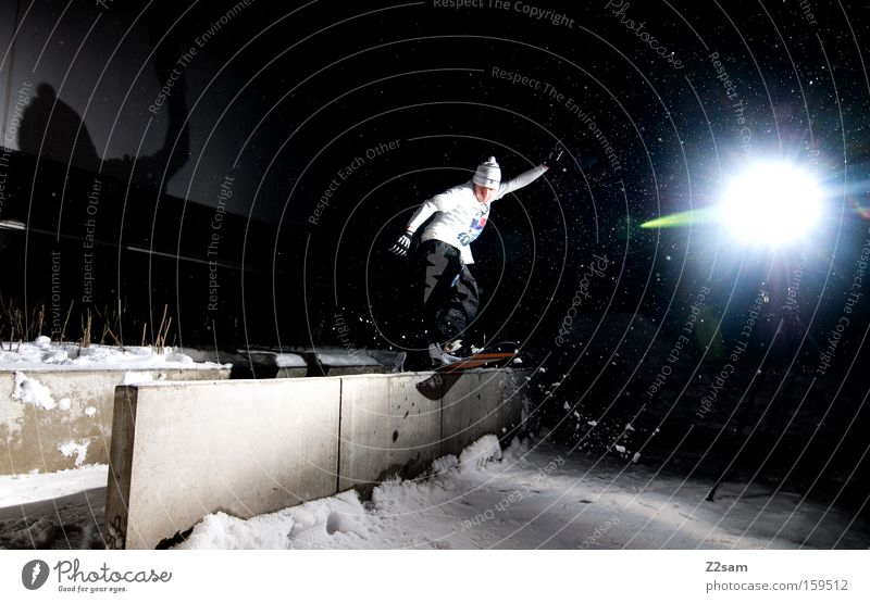 frontside bs | nightsession | sour cream and onion Schnee Stil springen Aktion Körperhaltung Snowboard Wintersport Freestyle Funsport Nachtaufnahme Snowboarding