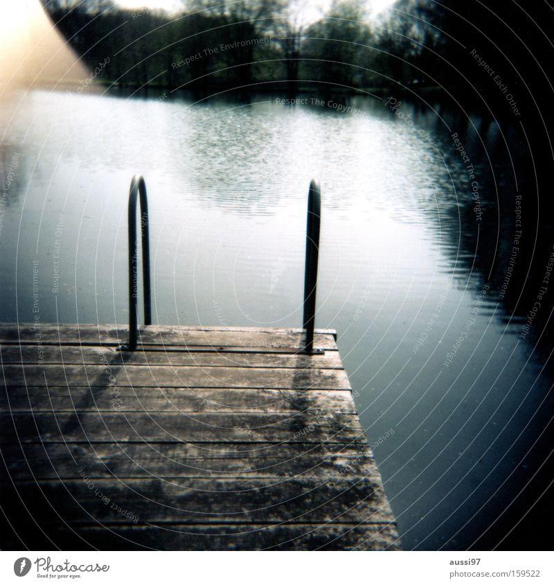 Vorvorgestern am See Erholung Kühlung Ferien & Urlaub & Reisen Schwimmen & Baden Holga Rollfilm analog Sommer Steg Freude 6x6 lightleak Light leak