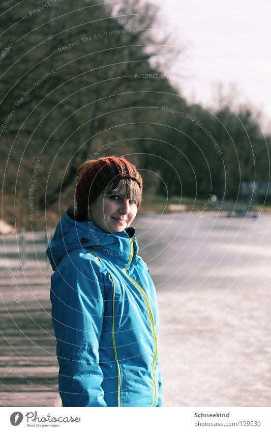 Zusammenkunft Frau Wasser Winter Freude ruhig Erholung Schnee lachen See Eis Zusammensein Pause Steg Mensch