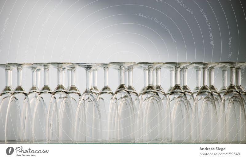 [La Chamandu] Gläserrücken Gastronomie Glas Ernährung Hotel Restaurant weiß grau Klarheit Lebensmittel bereitstehen photocase la chamandu usertreffen