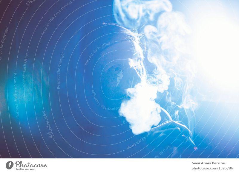 nachts -|||- maskulin Mann Erwachsene Gesicht Hand 1 Mensch leuchten Coolness Laster Konzert Bühne Lichtschein Rauchen Zigarette Farbfoto Gedeckte Farben