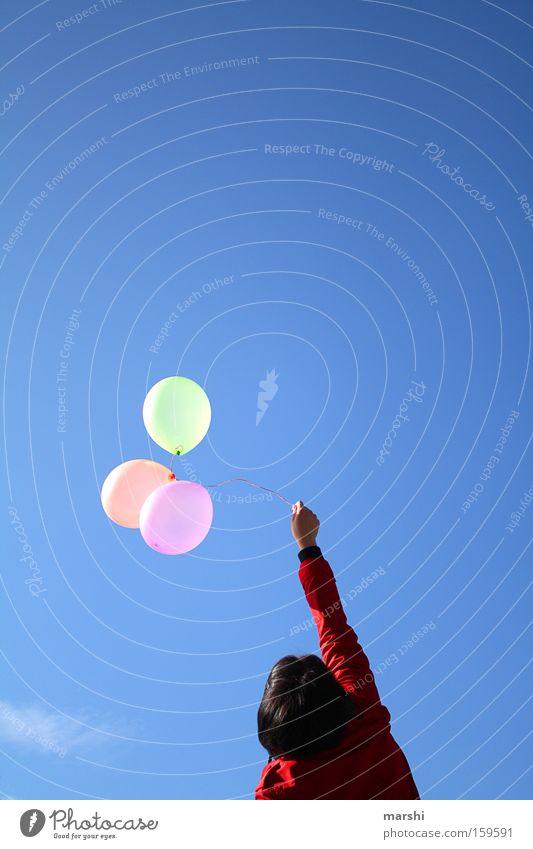 Lass sie steigen ... Frau Himmel blau Sommer Freude Freiheit Luft Geburtstag frei Luftballon aufwärts Jubiläum loslassen