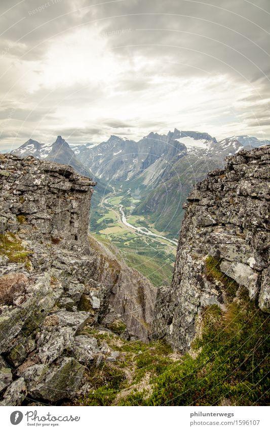 Norwegian Canyon Umwelt Natur Landschaft Pflanze Klima schlechtes Wetter Unwetter Wind Hügel Felsen Alpen Berge u. Gebirge Gipfel Schneebedeckte Gipfel