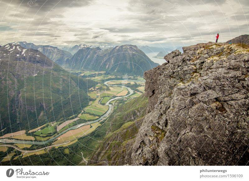 Better view Freizeit & Hobby Sport wandern Umwelt Natur Landschaft Himmel Wolken schlechtes Wetter Hügel Felsen Alpen Berge u. Gebirge Gipfel Schlucht Flussufer