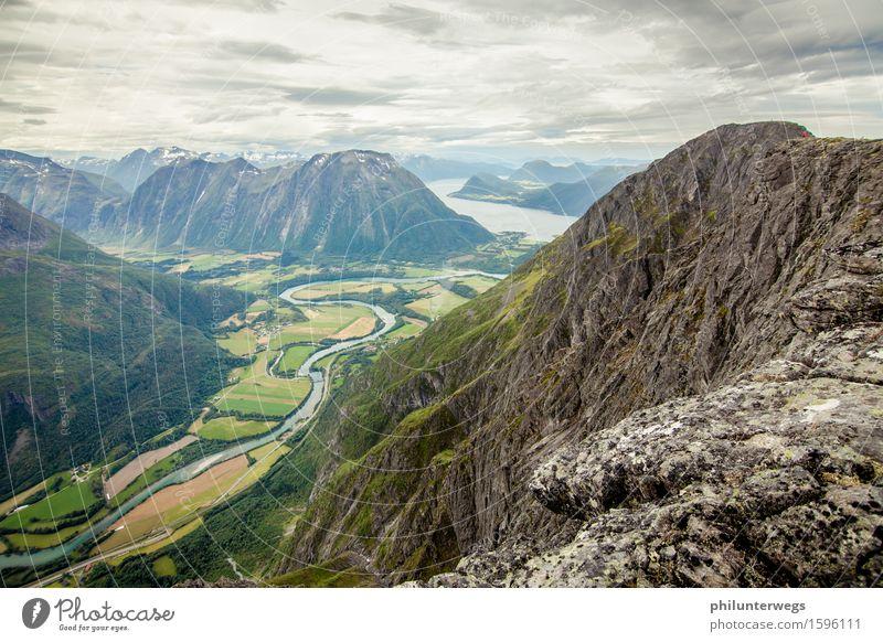 On the peak Umwelt Natur Landschaft Luft Himmel Wolken Gewitterwolken Klima schlechtes Wetter Wind Hügel Felsen Alpen Berge u. Gebirge Gipfel