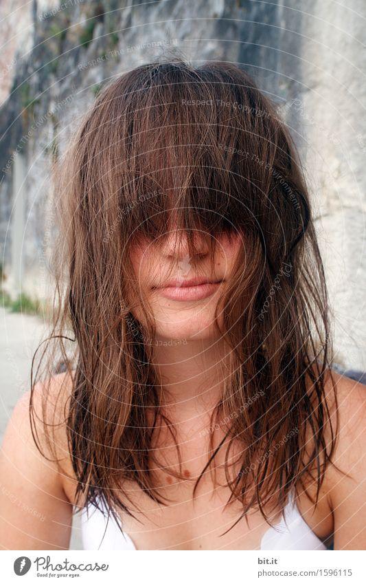 Überpony Lifestyle Freude schön Körperpflege feminin Junge Frau Jugendliche Haare & Frisuren frech lustig Einsamkeit Schüchternheit ignorant Haarschnitt
