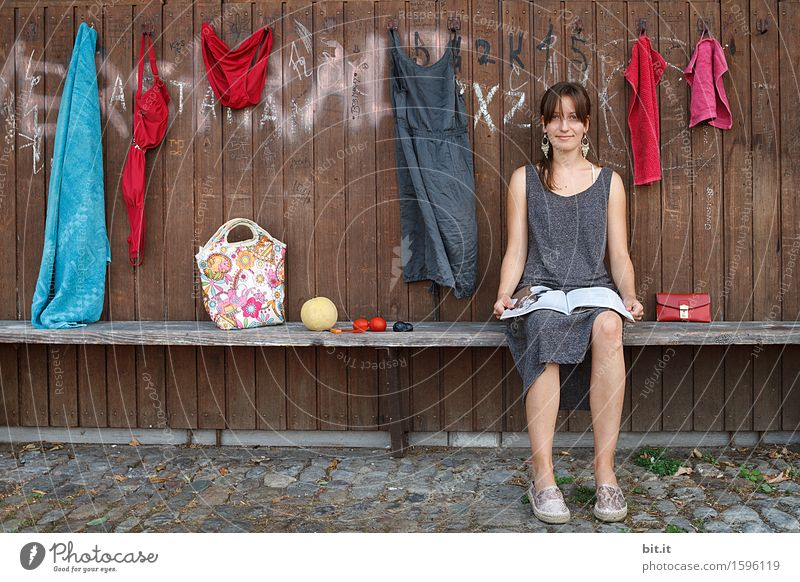 Herr Wehrli räumt auf Ferien & Urlaub & Reisen Tourismus Sommer Sommerurlaub Strand feminin Junge Frau Jugendliche Familie & Verwandtschaft Glück Lebensfreude