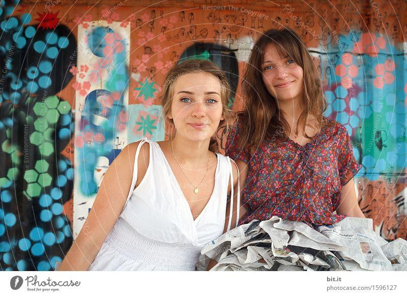 Bund(t) schön Mensch feminin Junge Frau Jugendliche Geschwister Familie & Verwandtschaft Freundschaft Freude Glück Zufriedenheit Lebensfreude Graffiti Farbfoto