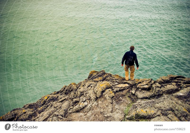 into the sea Mensch Mann Meer springen Küste Felsen Ende Grenze Abschied Klippe Selbstmord Übergang