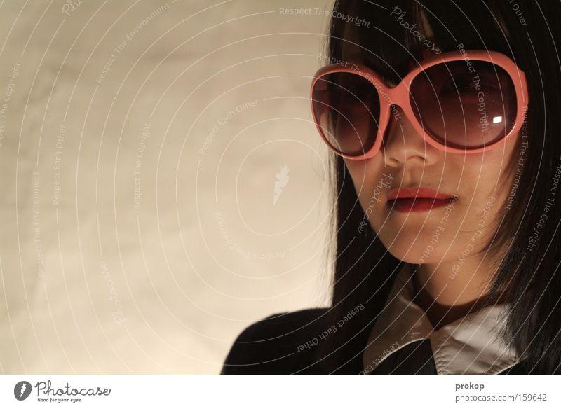 Kill sonstwen Frau schön Gesicht Stil Kraft Mode rosa Asien Reichtum trashig Sonnenbrille selbstbewußt Brille rosarote Brille