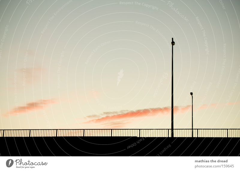 GERADE GERÜCKT Himmel Natur schön Wolken schwarz Straße Tod Architektur rosa ästhetisch Romantik Idylle Vertrauen Laterne Zaun bewegungslos