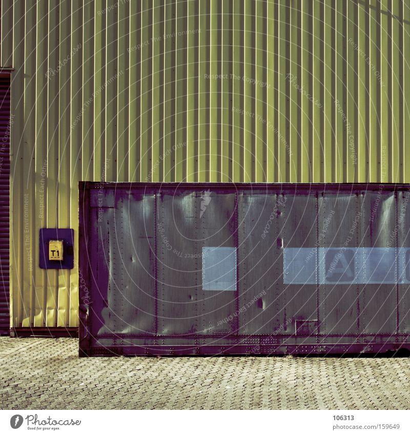 Fotonummer 114261 Arbeit & Erwerbstätigkeit Arbeitsplatz Baustelle Fabrik Industrie Metall gelb grau Wand Anweisung Dinge Stillleben Container Rechteck