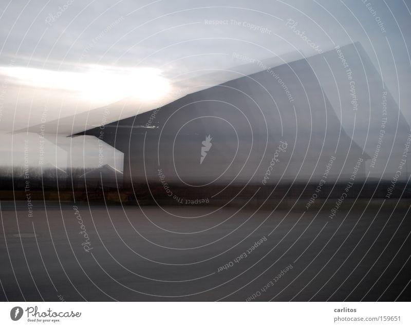 Geisterhaus Bewegung Angst Nebel gefährlich Geschwindigkeit Geister u. Gespenster Rauschmittel Dynamik Sucht Panik diffus Schrecken wahrnehmen schemenhaft