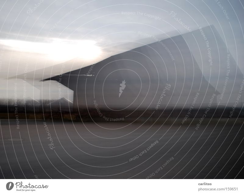 Geisterhaus Nebel Bewegung Geschwindigkeit Angst gefährlich Geister u. Gespenster schemenhaft diffus Dynamik Panik Schrecken Trunkenheit am Steuer Rauschmittel