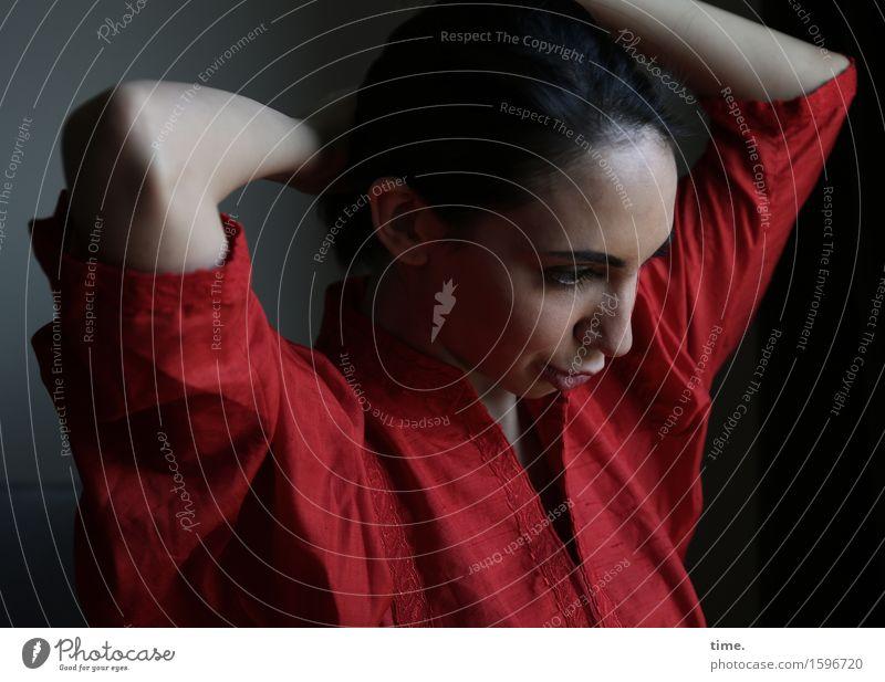 . Mensch schön ruhig Leben Bewegung feminin Denken Zeit Stimmung träumen elegant ästhetisch beobachten Wandel & Veränderung Kleid Gelassenheit