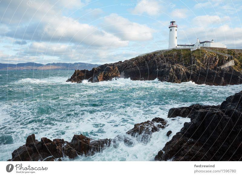 Fanad Lighthouse I Umwelt Natur Landschaft Himmel Frühling Küste Bucht Meer Leuchtturm Sehenswürdigkeit Schifffahrt Wasser entdecken Erholung Blick ästhetisch