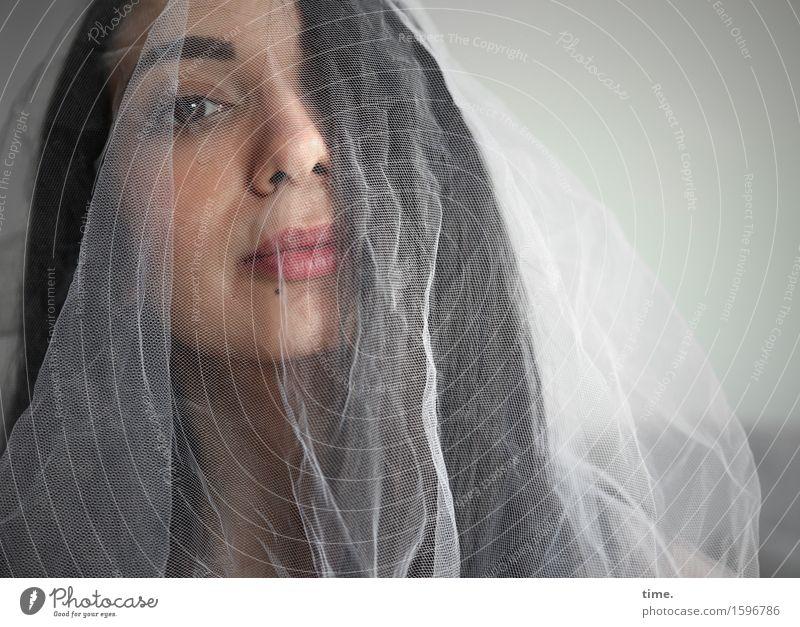. Mensch schön feminin Zeit beobachten Trauer langhaarig schwarzhaarig Scham Schleier