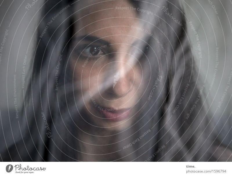 GizzyLovett feminin 1 Mensch Schleier schwarzhaarig langhaarig beobachten Denken Blick Traurigkeit Gefühle Wachsamkeit ruhig Selbstbeherrschung demütig Sorge