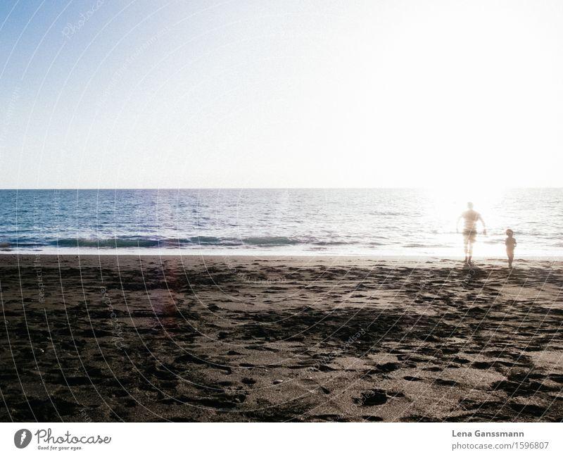 Vater verschwindet am Starnd Mensch Himmel Ferien & Urlaub & Reisen Jugendliche Mann Sommer Sonne Meer Ferne Strand 18-30 Jahre Erwachsene Leben Junge Familie & Verwandtschaft Tod