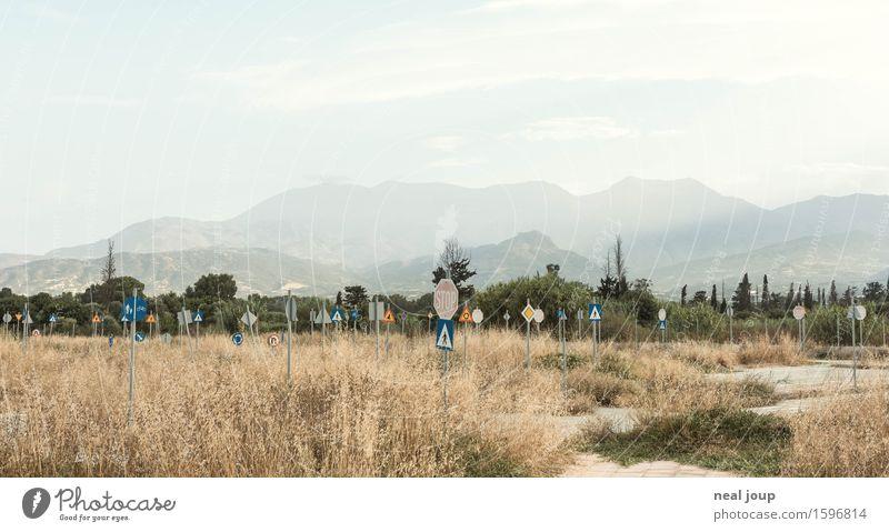 Wenig Verkehr Erwachsenenbildung lernen Fahrschule Fahrlehrer Arbeitslosigkeit Ruhestand Natur Landschaft Pflanze Sträucher Hügel Berge u. Gebirge Kreta Ruine