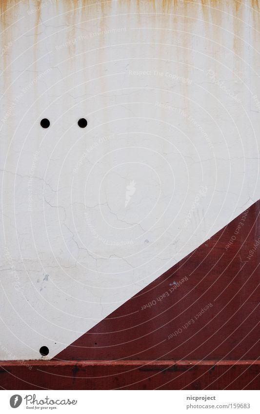 diagonal aufwärts weiß rot Farbe Wand braun dreckig Erfolg verfallen Loch Steigung attackieren rotbraun