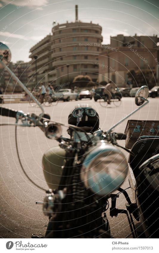 Classic Bike Motorcycle Vintage Stil Design Freiheit Rockabilly Platz Oldtimer Motorrad Koffer Helm retro Lebensfreude Kraft Chrome Italien antique bike clean