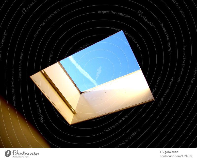 Ein Stück Himmel Wolken Fenster Freiheit Wind frei Skyline Aussicht Öffnung Kondensstreifen Luke Dachfenster