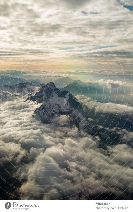 aufm dach Landschaft Wolken Winter Berge u. Gebirge Schnee Freiheit Stimmung Wetter Luft weich Urelemente Gipfel Unendlichkeit Alpen dramatisch gigantisch