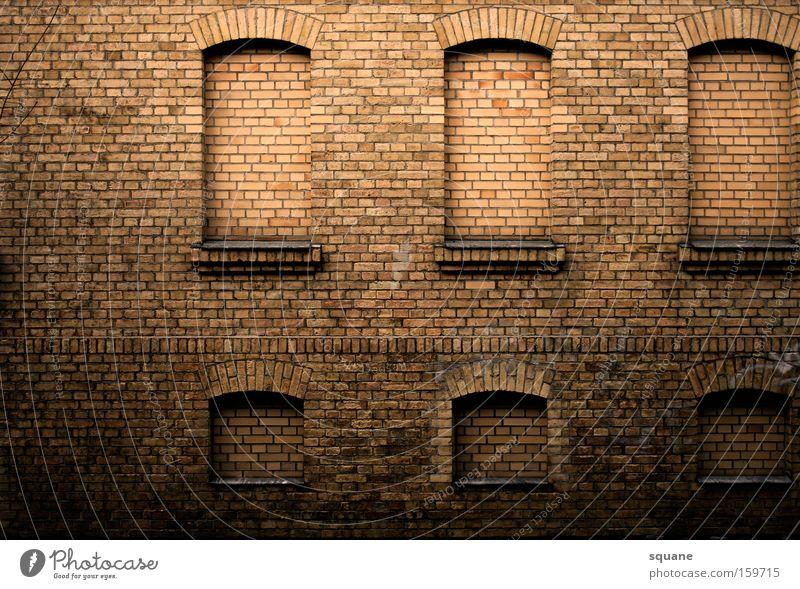 autism architecture Haus Mauer Backstein Fenster Gebäude Ruine Bogen eingeschlossen Justizvollzugsanstalt verfallen Vergänglichkeit Detailaufnahme fensterlos