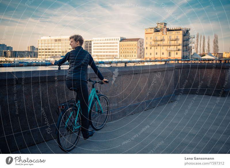 Blick von der Oberbaumbrücke Mensch Frau Jugendliche Stadt schön Junge Frau Erholung Wolken Erwachsene feminin Sport Berlin Fahrrad blond Erfolg Schönes Wetter