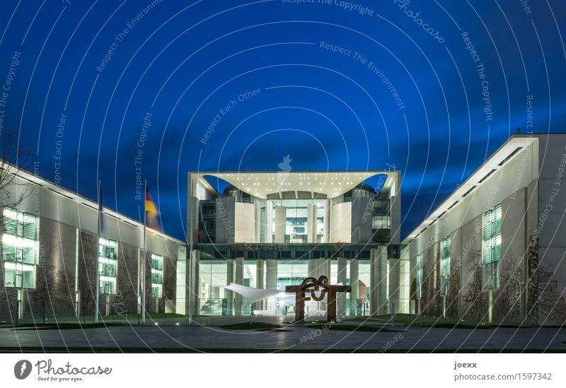Hauptsitz Berlin Hauptstadt Haus Gebäude Architektur Sehenswürdigkeit Kanzleramtsgebäude Bundeskanzler Amt groß modern blau grau schwarz weiß ästhetisch