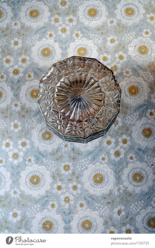 retrowand Design Lampe Tapete Papier alt Wand Blümchentapete Hintergrundbild Siebziger Jahre schick ausgebleicht obskur Beleuchtung Glas Blume Farbfoto