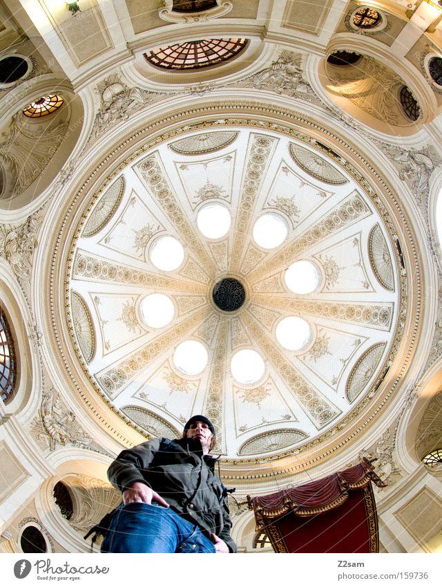 round about rund Kuppeldach Licht Froschperspektive Mann Mensch Blick lässig Mittelpunkt alt Architektur barok Langzeitbelichtung lanzeitbelichtung